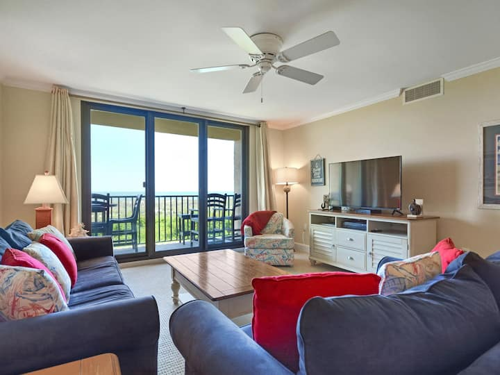 2203 Island Club Enjoy this adorable totally updated 2 bedroom/2 bath villa located in the resort-like setting of The Island Club, with Spectacular ocean views