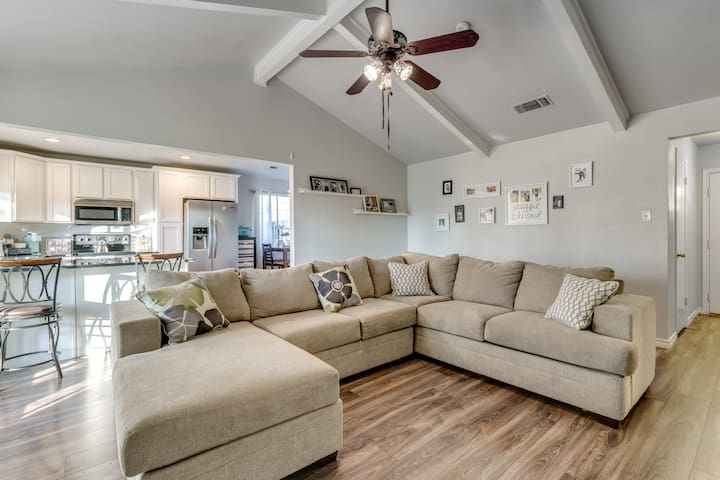 Cute Central Arlington Home: Room #2