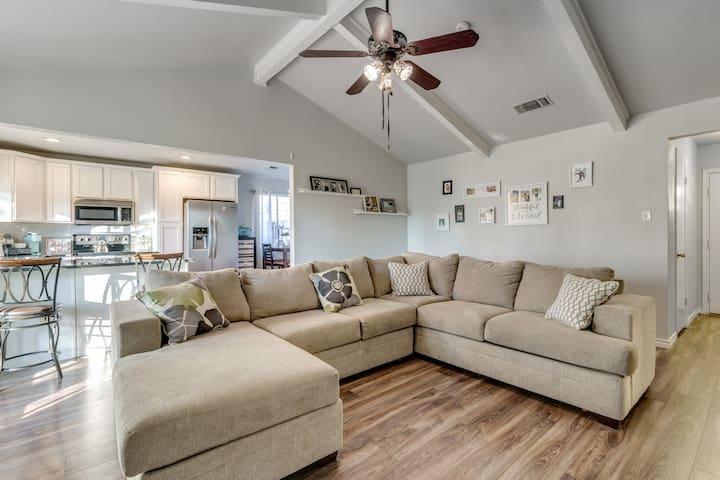Cute Central Arlington Home: Room #2