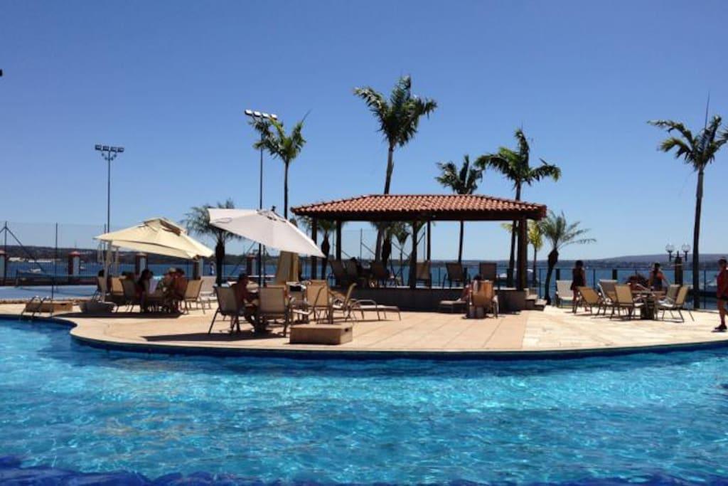 Bar na piscina do hotel