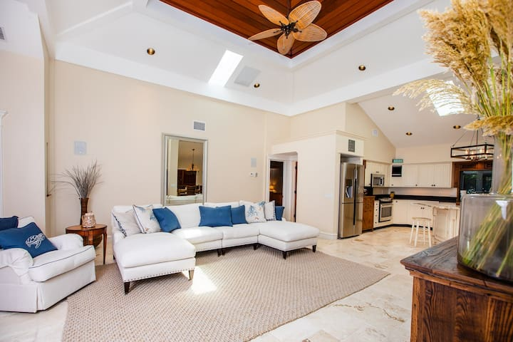 SERENITY ON CAPTIVA - PRIVATE POOL HOME IN THE VILLAGE