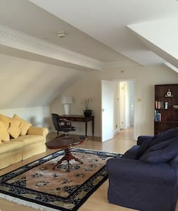 Walton on Thames/Weybridge, Surrey. Entire flat - Walton-on-Thames - Apartment
