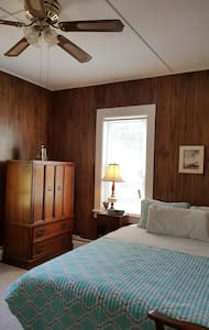 Cozy room in quiet neighborhood - Upton