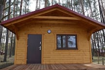 Nowy domek na terenie ośrodka Jasnochówka w Borsku