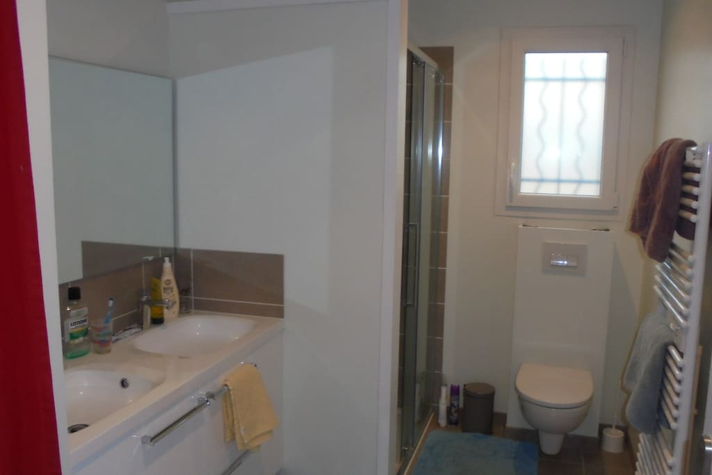 Salle de bain sans fournitures