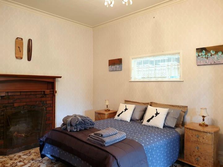 Classic Kiwi Beach/Farm House with Spa