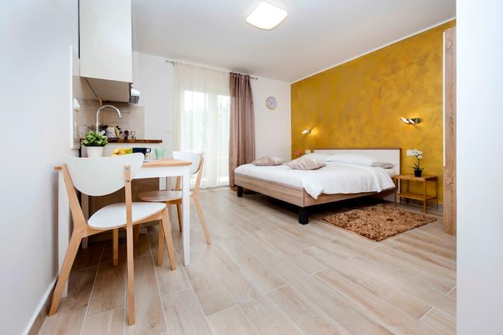 Nice Cosy Studio Tereza Gold near beach