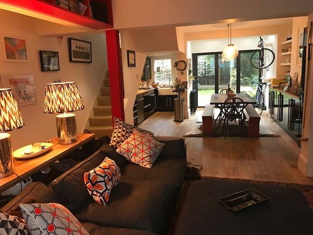 Cosy flat in wonderful Hackney