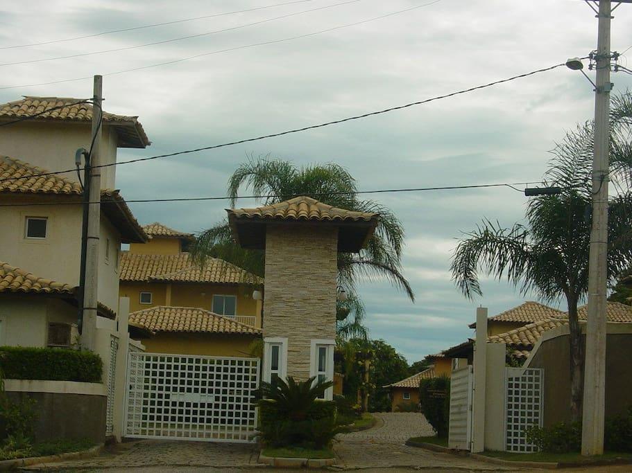 Entrada do condomínio Vila Santoribe