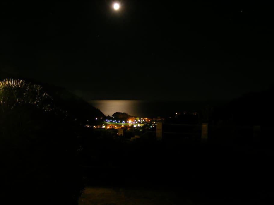 Vista notturna dall'Agriturismo Montecavallo