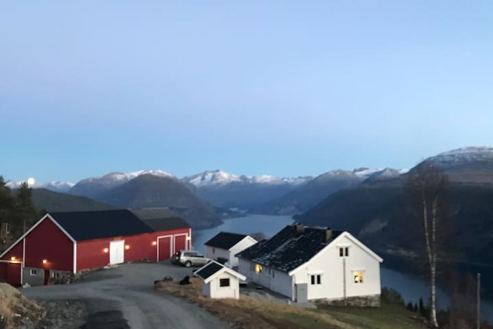 Haugen Gård, panorama Stryn