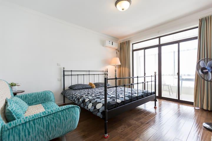 cosy villa in suburbs Shanghai Jiading嘉定新城别墅朝南阳台房 - Shanghai - Inap sarapan