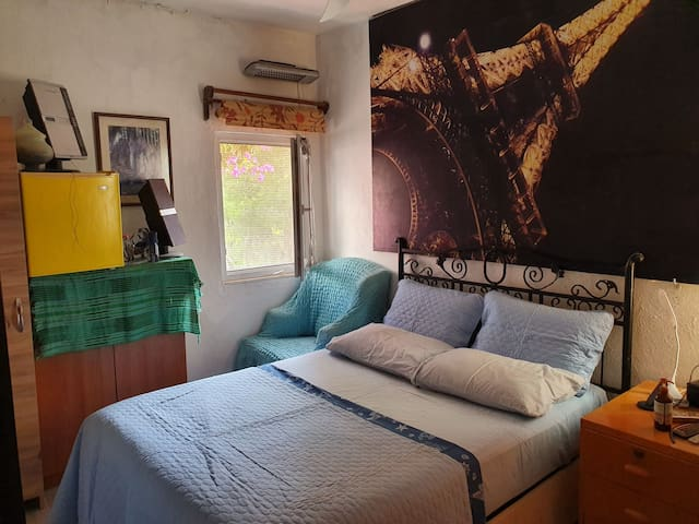 1 çiftin kalabileceği cift kisilik yatak odasi