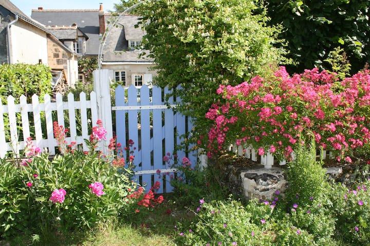 Chambre privée au pays de Balzac et Calder