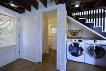 Washer/dryer and bath