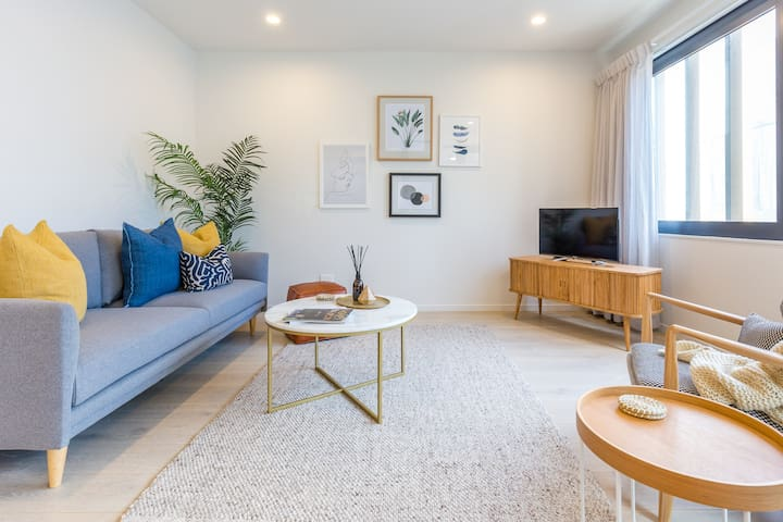 Luxury & carpark 2 mins from Ponsonby's Heartbeat