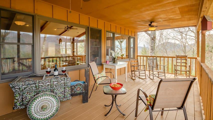 Hummingbird Heaven - Room for the family!