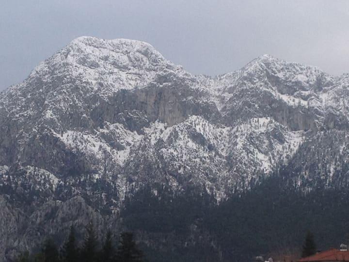 Geyikbayırı'nda dağlara yakın bir yer