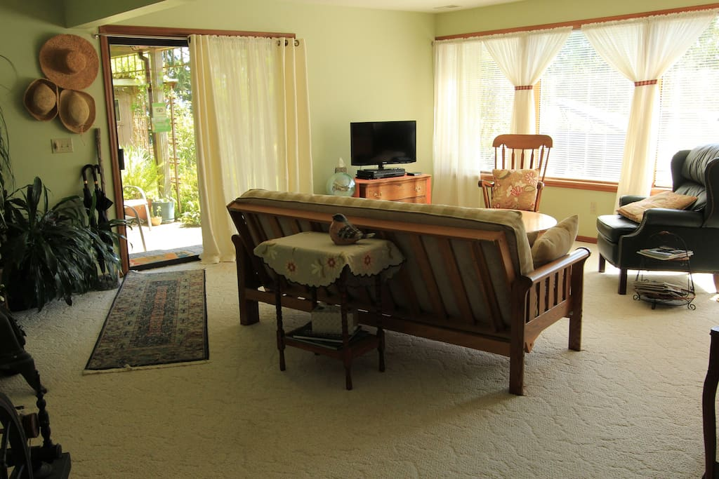 The comfortable common area and private guest entrance.
