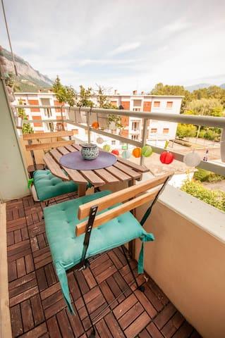 Appartement cosy et lumineux au pied des Alpes