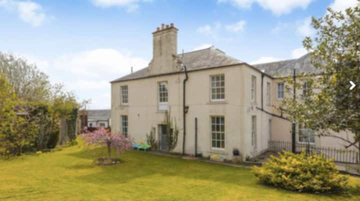 Secluded Georgian flat Crieff centre with garden a