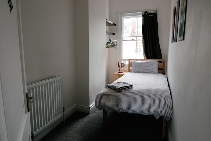 Single Bedroom in Leamington town centre apartment - Royal Leamington Spa - Lakás