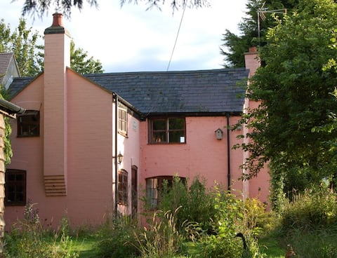 Self Contained Single Room in Country Cottage.