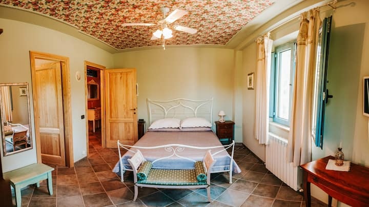 CHARMING DOUBLE ROOM in villa
