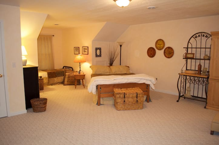 The queen bed (and twin bed in the the background to the left)