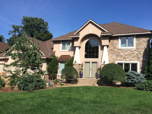 Lake Riley Home - Chanhassen - House