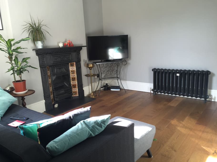 Caste Iron radiators, original fire place, lovely wooden floors