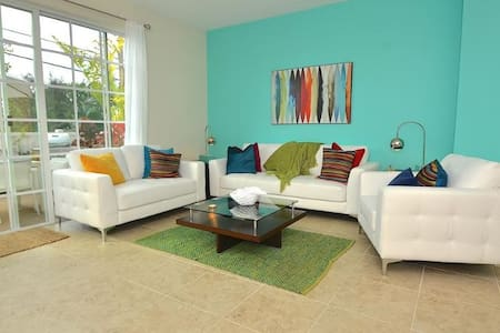 5 STAR LUXE 3 BED HEATED POOL! - Pompano Beach
