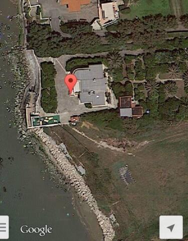 Волшебный дом на берегу моря