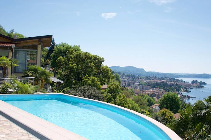 Luxury Italian Lakes villa with private pool, gym, BBQ, WIFI & lake views