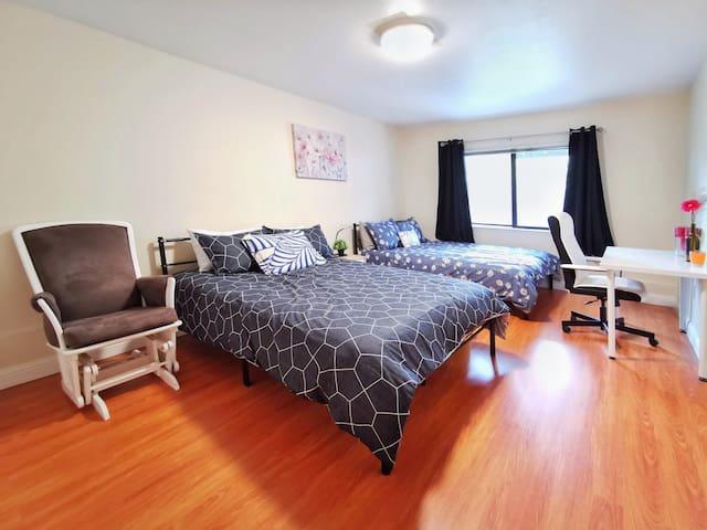 2091 - Large Double Queen Bedroom near HW 280/101