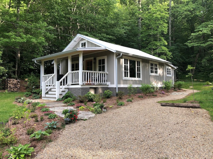 Charming Mtn. Cottage close to downtown Asheville