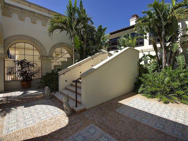 Mediterranean-inspired villa surrounded by  Grdens - Sanibel - Villa