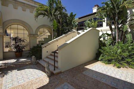 Mediterranean-inspired villa surrounded by  Grdens - サニベル
