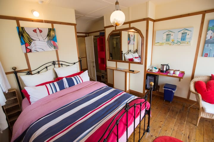 B&B HEATHERBELL COTTAGE IN WEST BAY on the SWCP