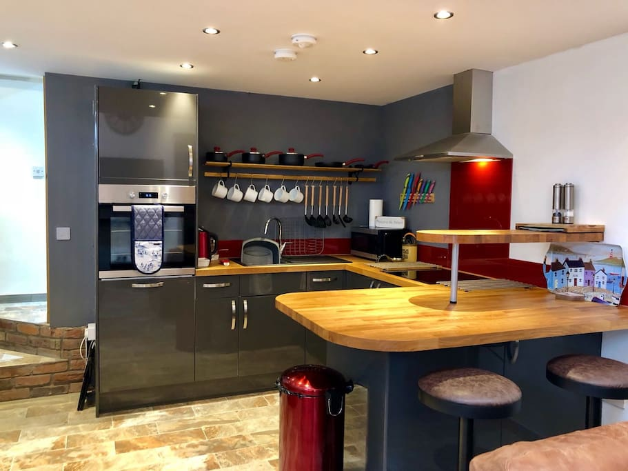 Fully equipped kitchen including Dishwasher and Freezer