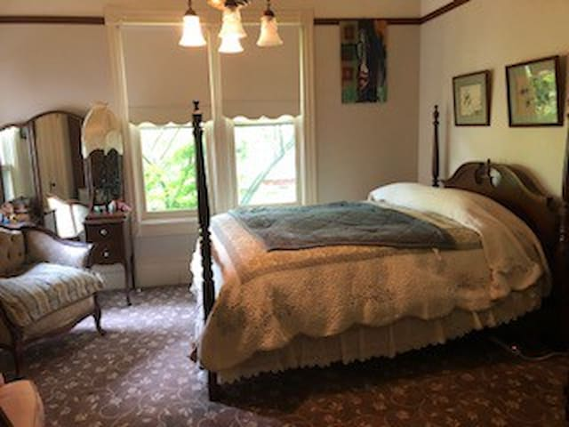 Bottlerock Victorian bedroom
