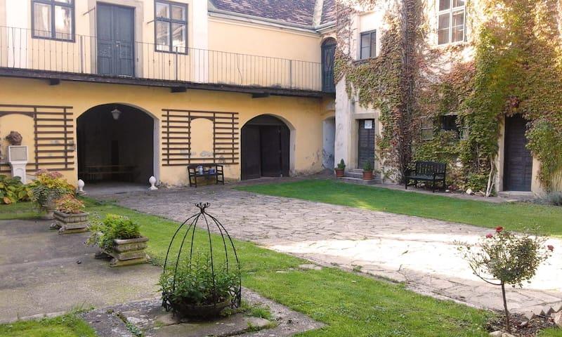 Marktschloss Niederfellabrunn - Niederfellabrunn - Castle