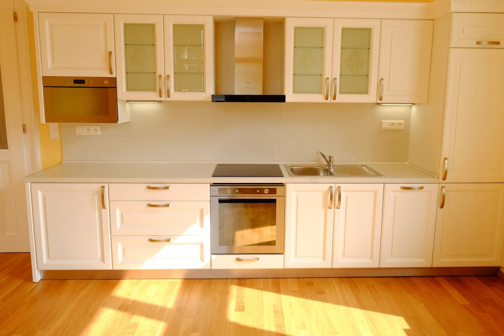 Beautiful fully sized & equipped brand new kitchen with microwave, fridge-freezer and dishwasher