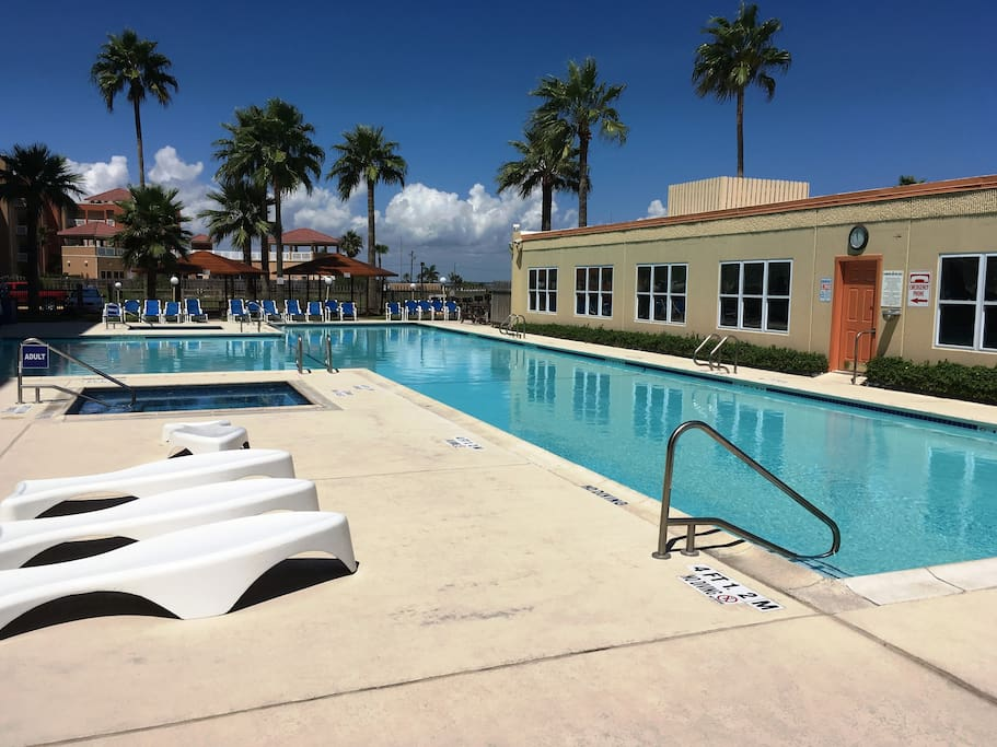 LARGE POOL, TWO HOT TUBS, BBQ GRILLS, PICNIC AREAS, CLUBHOUSE