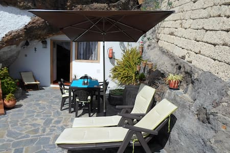 Cave house on private estate, spectacular views. - Fasnia - Ev