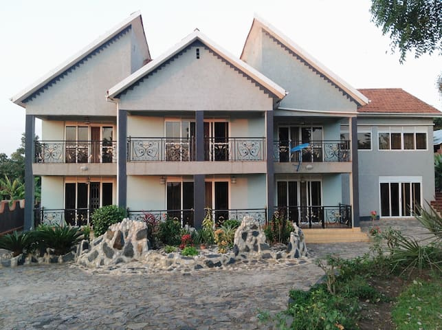 Rotinel Home Stay - Mukono - Haus