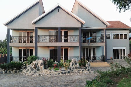 Rotinel Home Stay - Mukono - Ház