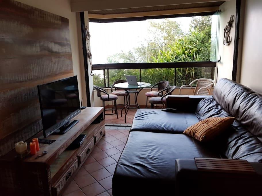 Sofá de couro com chaise