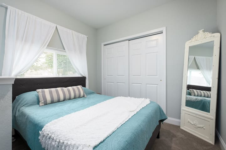 Charming and cozy bedroom with an amazing queen memory foam mattress. Lots of closet storage (functional with hangers and a set of drawers inside)
