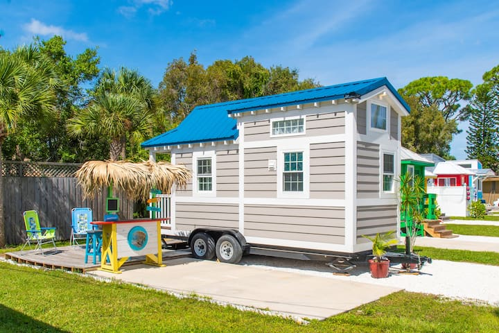 Sea Shell Tiny House - sleeps 2 with free WiFi